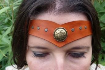 Diadème avec motif métal en cuir tan