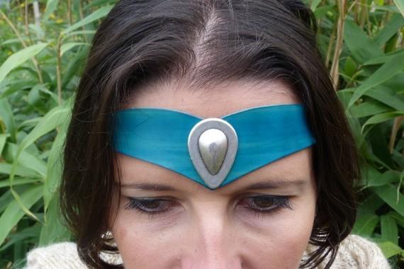 Diadème avec motif métal en cuir turquoise