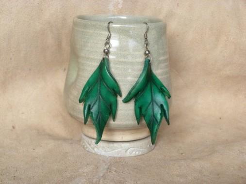 Boucles d'oreilles Grandes feuilles en cuir vertes