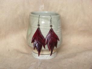 Boucles d'oreilles Grandes feuilles en cuir rouge foncé
