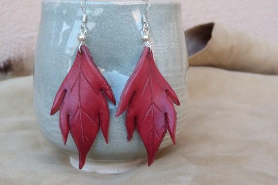 Boucles d'oreilles Grandes feuilles en cuir rouge