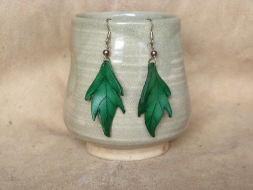 Petites feuilles en cuir vertes