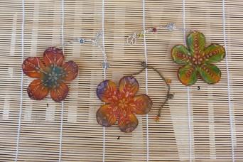 Marque-page fleur en cuir