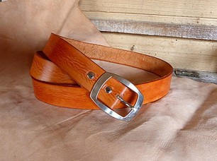 ceinture en cuir orange foncé aspect vieilli