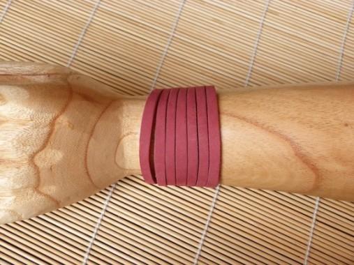 Bracelet framboise en cuir découpé