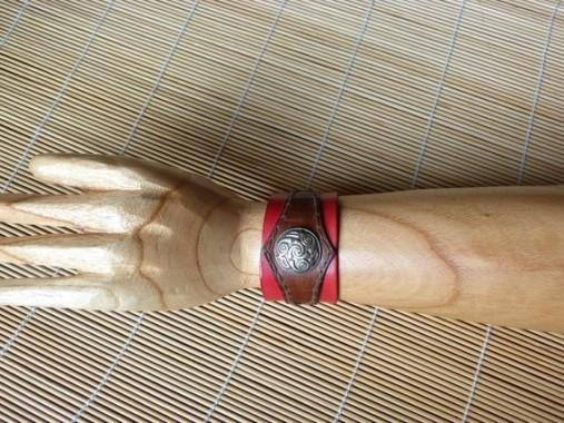Bracelet  rouge et marron en cuir déco vieil argent