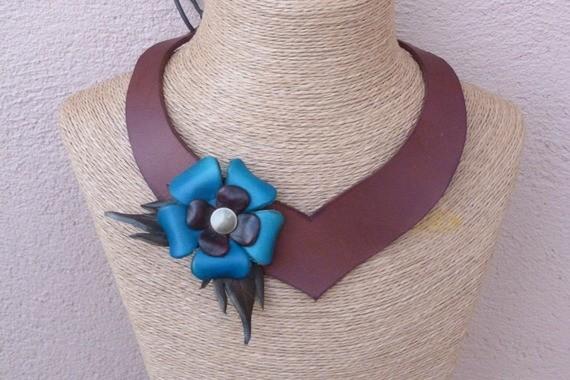 Collier ajouré asymétrique marron en cuir à fleur turquoise, décalées