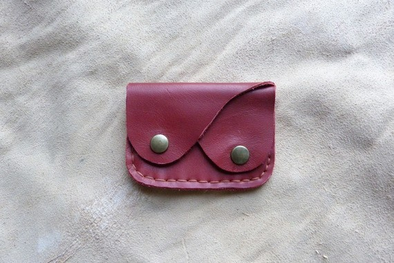 Porte monnaie en cuir rouge