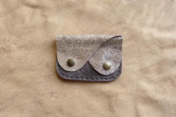 Porte monnaie en cuir gris et gris argenté