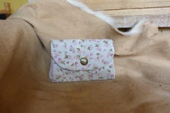 Porte monnaie en cuir petites fleurs