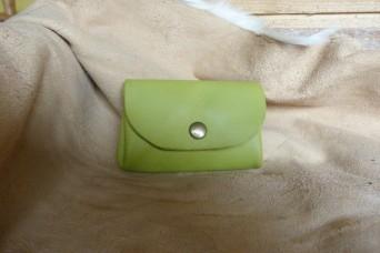 Porte monnaie en cuir vert anis
