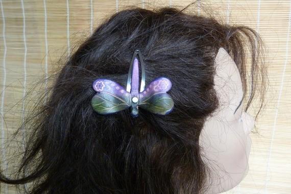 """Barrette """"libellule """" féerique cuir violette et verte"""
