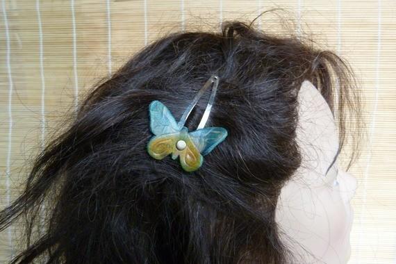 """Barrette """"papillon"""" féerique cuir turquoise et jaune"""